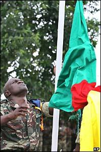 Cameroon hoist flag in Bakassi AP pictures