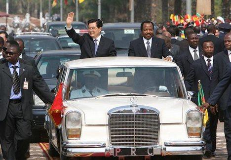 Presidents Paul Biya and Hu Jintao