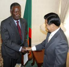 President Michael Sata of Zambia welcomes a Chiinese delegation