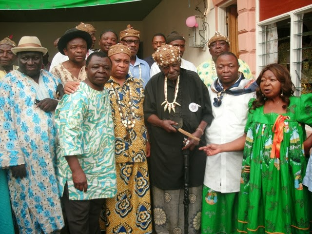 Fako Chiefs in family picture with Fako-US  Delegation