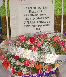 Blcc_wreath_at_grave_of_david_endeley