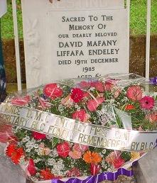 Blcc_wreath_at_grave_of_david_endeley